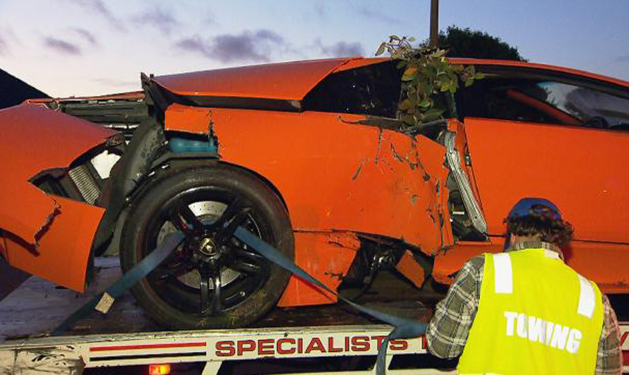 Some Guy Crashed His Lambo SuperCar While Trying To Sell It