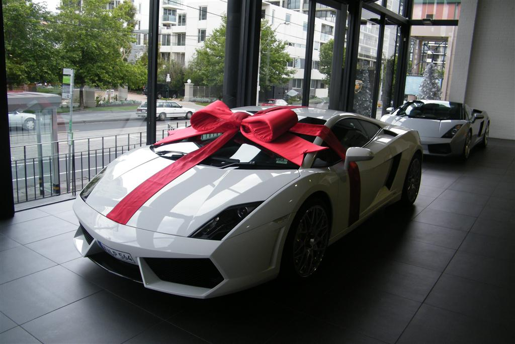 photo_566_gift_wrapped_lamborghini_lp560_4_3_64620_original
