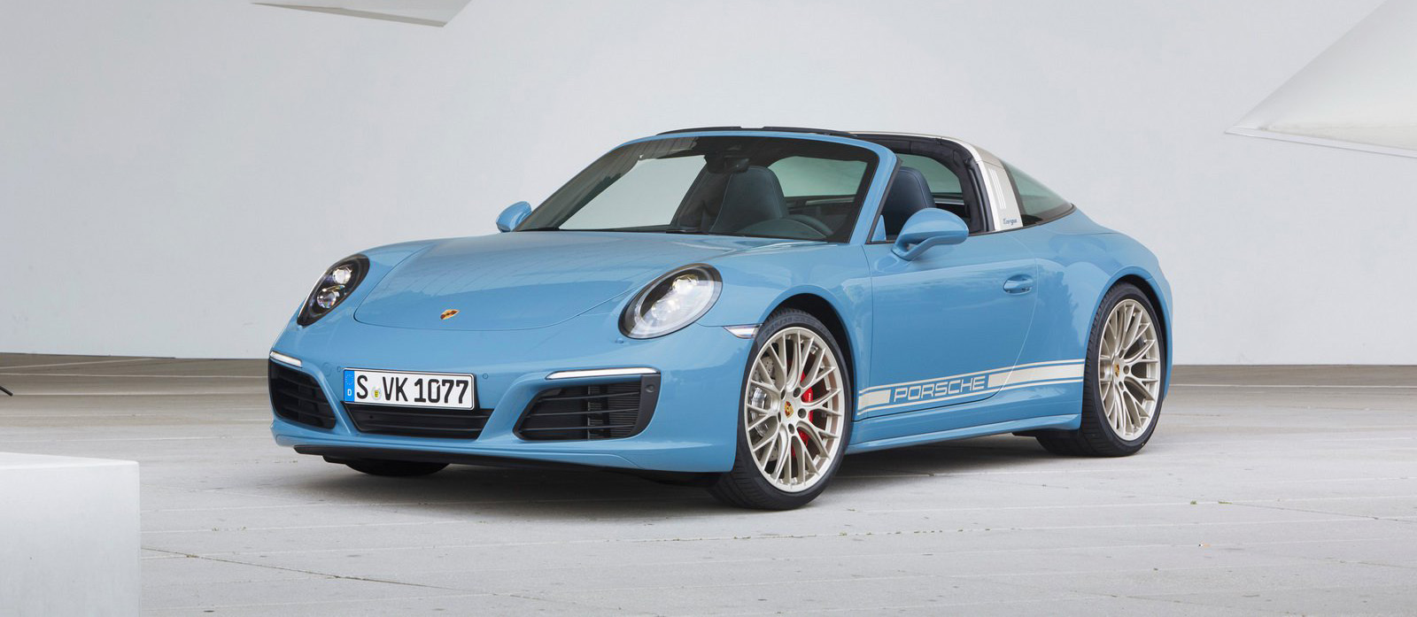 Limited Edition Porsche 911 Targa 4S Gets Retro Blue Paint Job