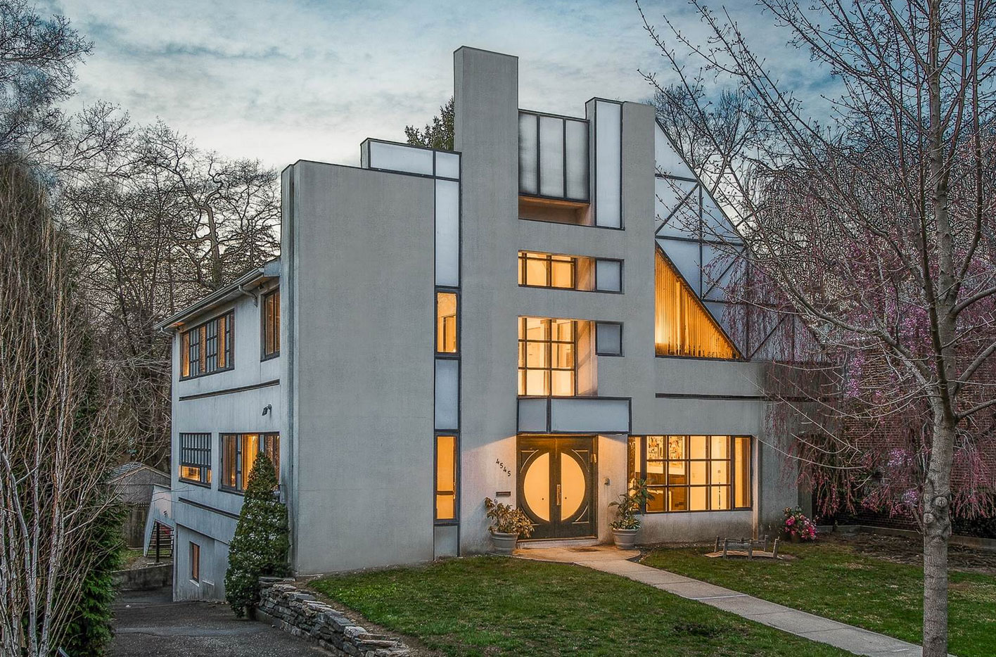 This Stunning Post-Modern New York Home Is Straight Out Of A Hollywood Movie