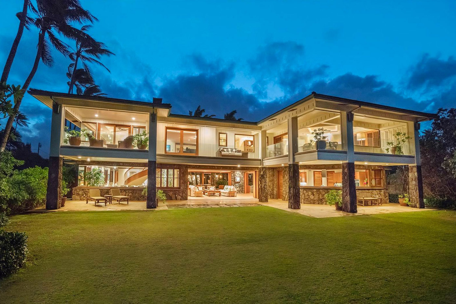 Make Everyday Feel Like a Vacation With This Dazzling Hawaii Mansion